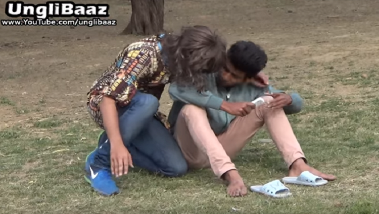 Boy Dressed as a Girl Shemale kissing in Public Main Bhi Hoon Unglibaaz Ep 2