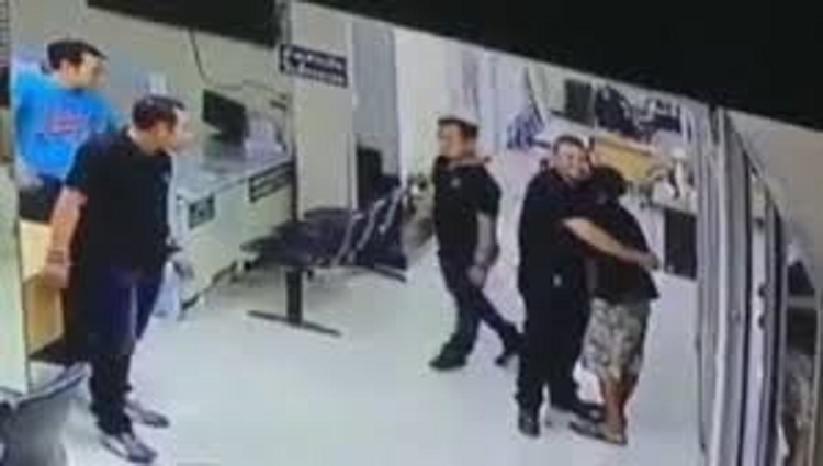 Super cool cop handling situation at his best