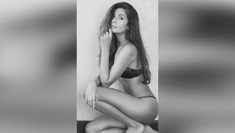 Monica Dogra really hot actress in bollywood