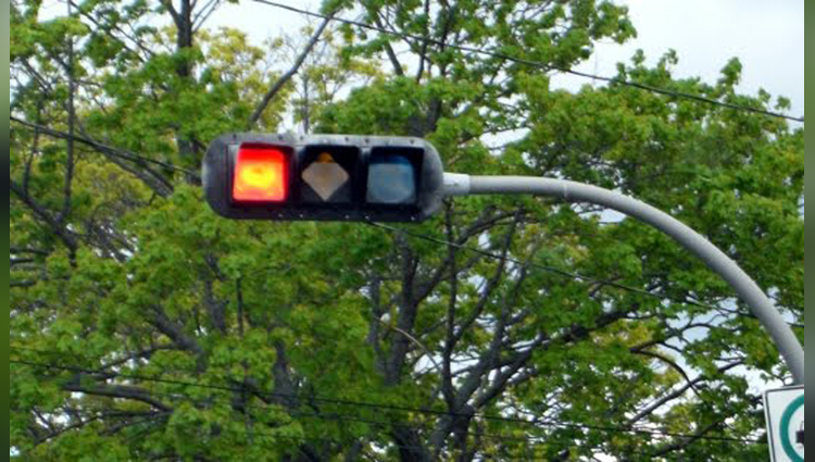 why are traffic lights red yellow and green