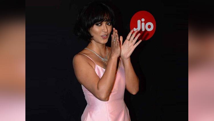 bollywood actress sayani gupta oops moment