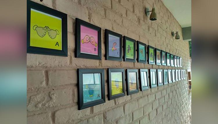 Hearken Cafe Delhi Employs Deaf Waiters for a Cause