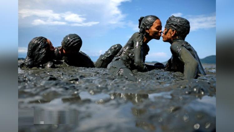 mud festival in brazil
