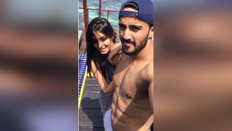 yeh hai mohabbatein actress anita hassanandani and husband rohit reddys romantic photos
