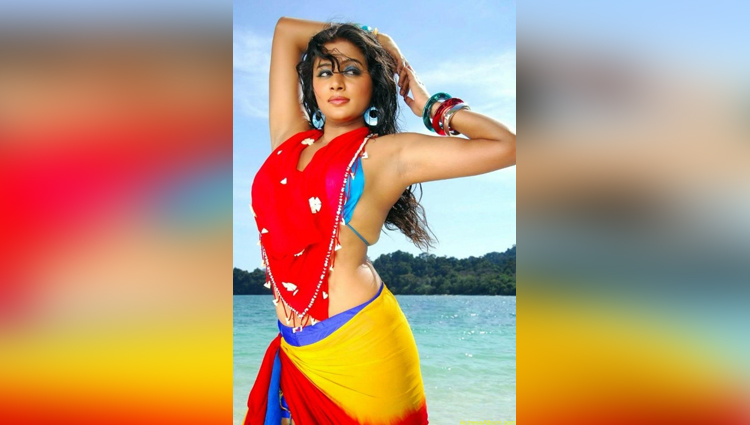 Priyamani is a hot actress of south India