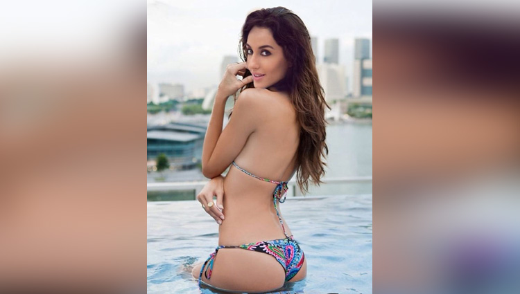 Nora Fatehi really hot and sexy girl