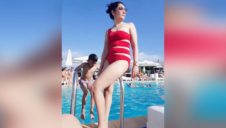 sanjay dutt elder daughter trishala reacted to her step mother bikini photos
