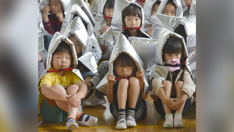japan children listen stories to hide their stomach