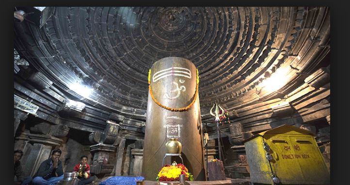 mangteshawr shiv temple khajuraho Shivling grows each year
