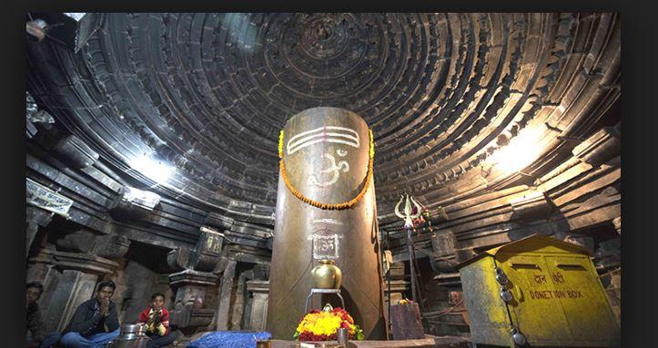 mangteshawr shiv temple khajuraho Shivling grows each year