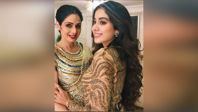 photo of sridevi and jhanvi in gown