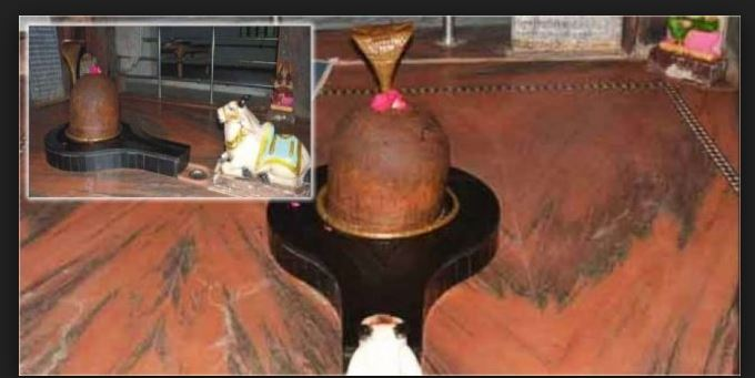 Amazing Shivling changes colour thrice a day