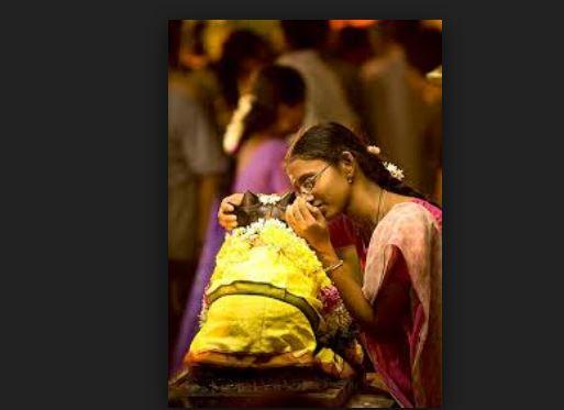 Why do people whisper wishes in Nandi Bull ear
