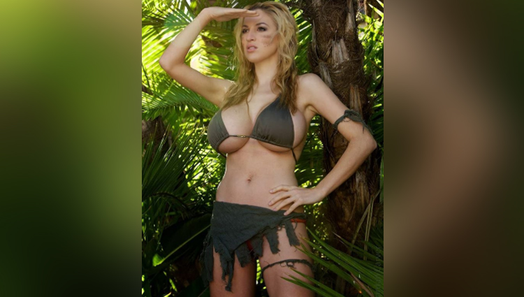 Jordan Carver share her sexy photos