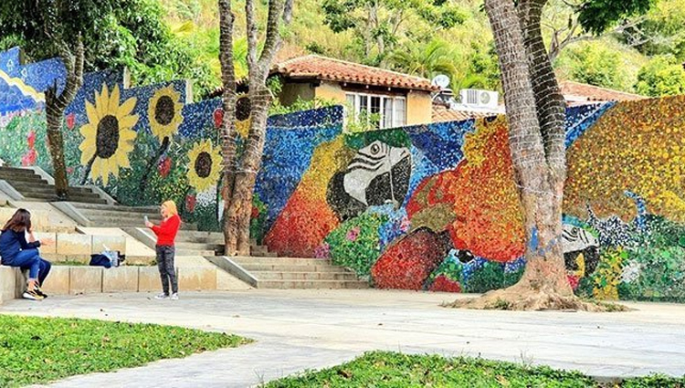 Artist Uses 200k Recycled Bottle Caps To Create Venezuela
