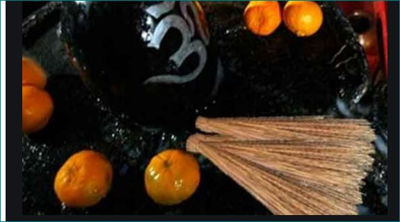 Devotees Offer Brooms To Lord Shiva In This Temple