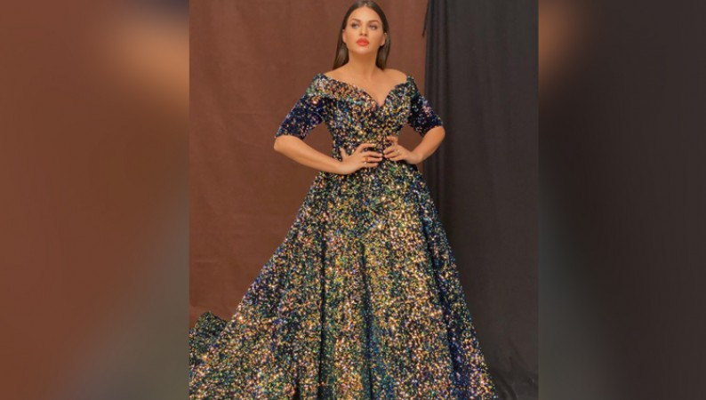 HIMANSHI KHURANA LOOK HOT IN SHIMRI GOWN