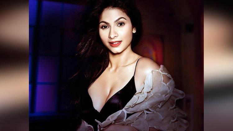 Tanishaa Mukerji very hot and stylish actress
