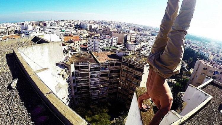Man Uses City As Urban Gym