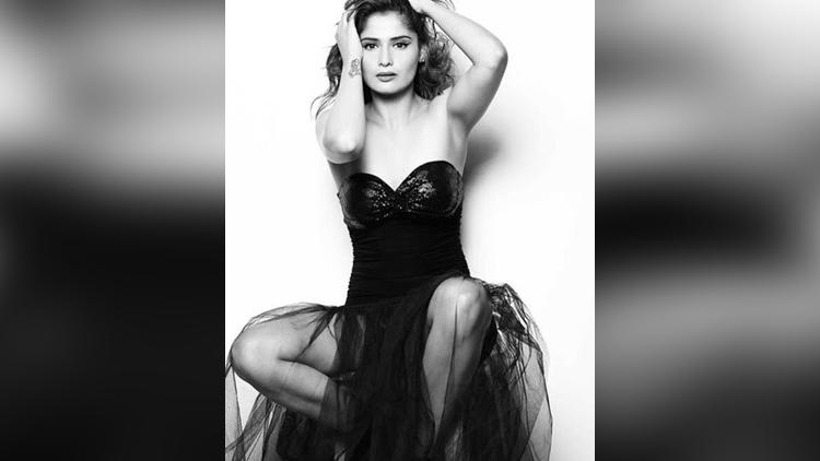 Tv actress aarti singh hot photos