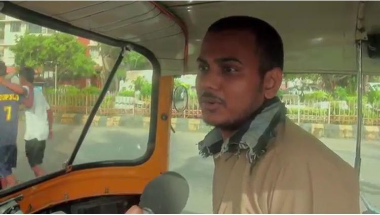 Couples Kissing In Rickshaw