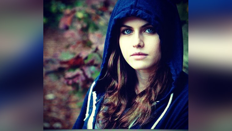 Alexandra Daddario is very beautiful woman