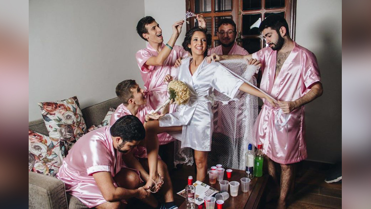 Bride doesnt have any girlfriends so she invites her bros instead