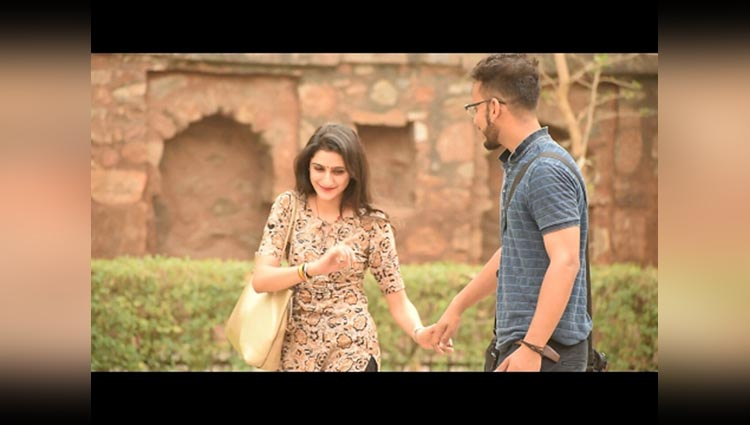 SMART TRICK TO HOLD ANY GIRL HAND Pranks in india PhrankTV