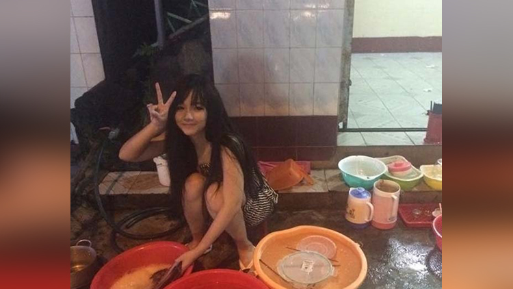 Why A Photo Of This Vietnamese Girl Washing Dishes Is Going viral