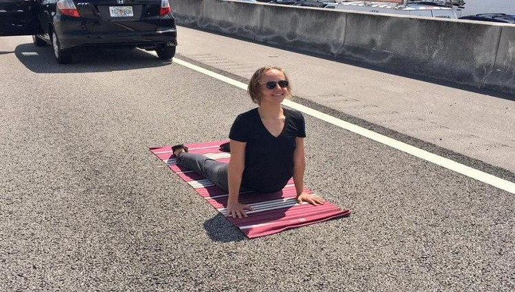 florida woman does yoga on highway during traffic jam