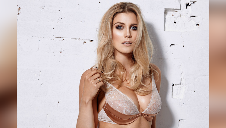 Ashley James share her hot photoshoots on instagram