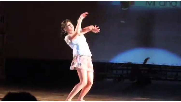 indian girl dance on shakira song