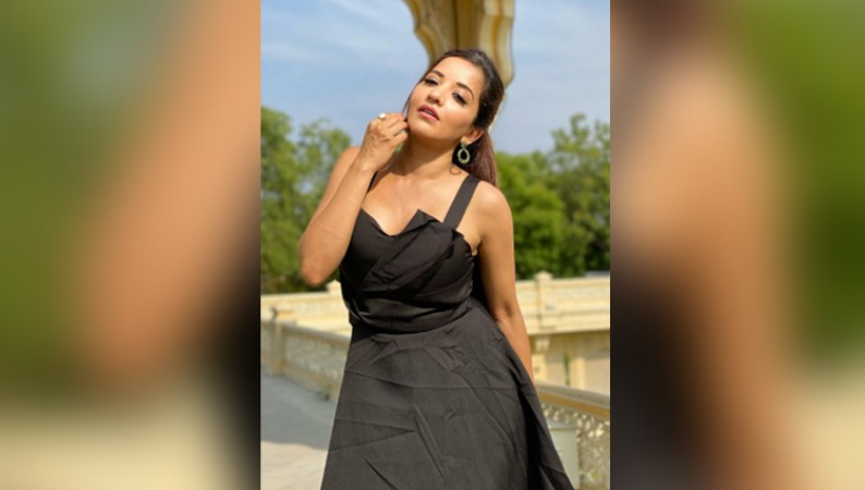 monalisa hot photos in black dress