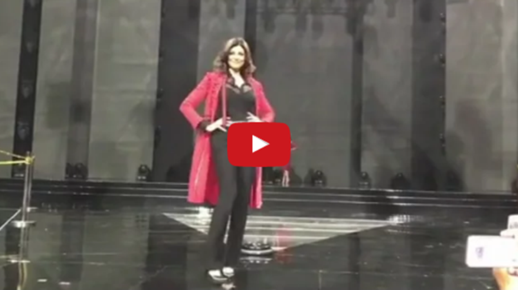 sushmita sen miss universe again on stage