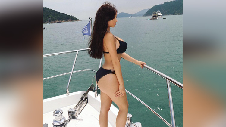 viral pictures of british Model Demi Rose