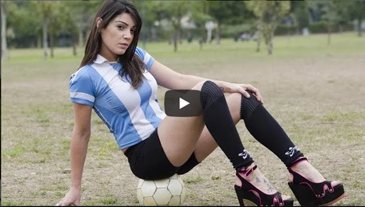 Argentina Fiorella Castillo play football with high heels