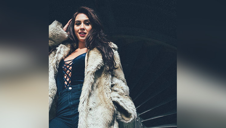 lauren gottlieb share her hot and bold photos