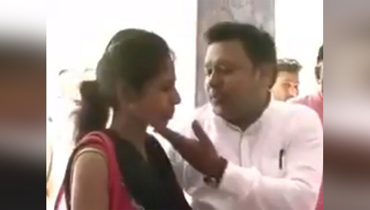 Jhansi husband sings in sweet voice to woo back angry wife at police station