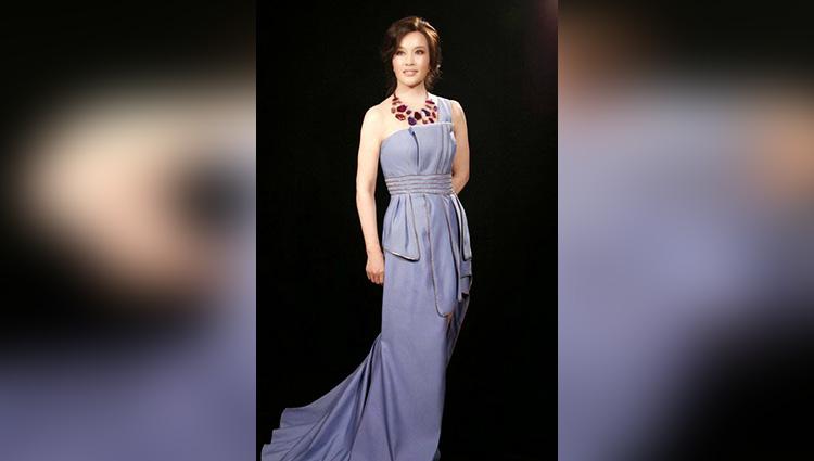 61 year old chinese actress Liu Xiaoqing as young as 30