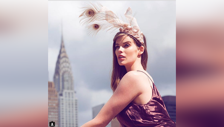 Robyn Lawley Poses In Sexy in these photos