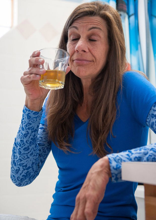 women drink thier own urine