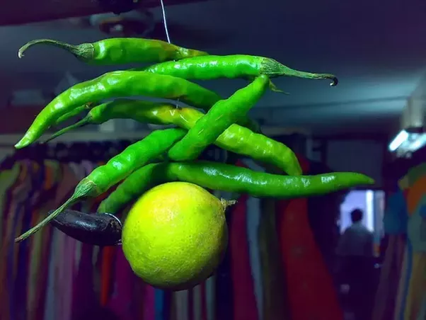 nimbu mirch ke totke nimbu mirchi superstition