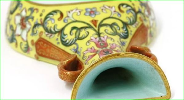 Man Bought A Chinese Vase For Just 90 Rupees Has Sold for 4.48 crore