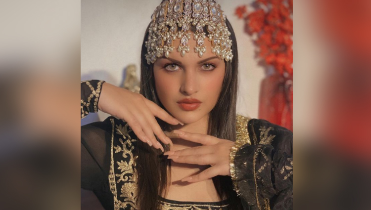 himanshi khuranaa bold and hot photos birthday
