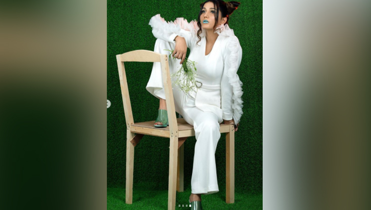 Sapna Choudhary green lipstick photoshoot