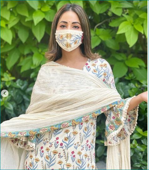 HINA KHAN NEW PHOTOS WITH MATCHING MASK