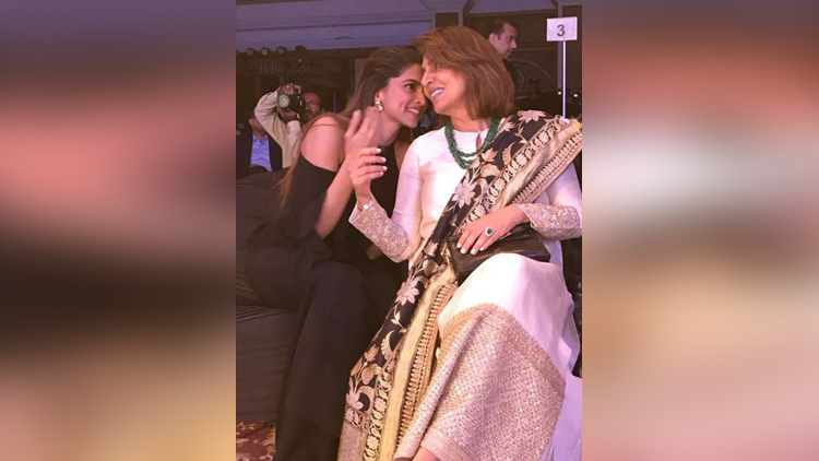 Internet Can't Get Over To What The Conversation Between The Ex Hone Vali Bahu And Mother In Law Aka Deepika And Neetu Kapoor Would Be