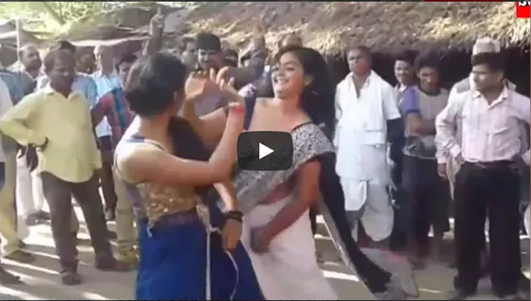 Bhabhi Dance On Road Breaks Internet Watch Video