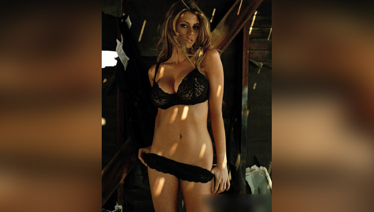 American actress Diora Baird hot photos