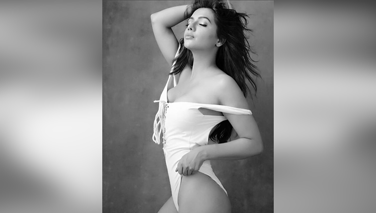 ruhi singh hot and sexy photos